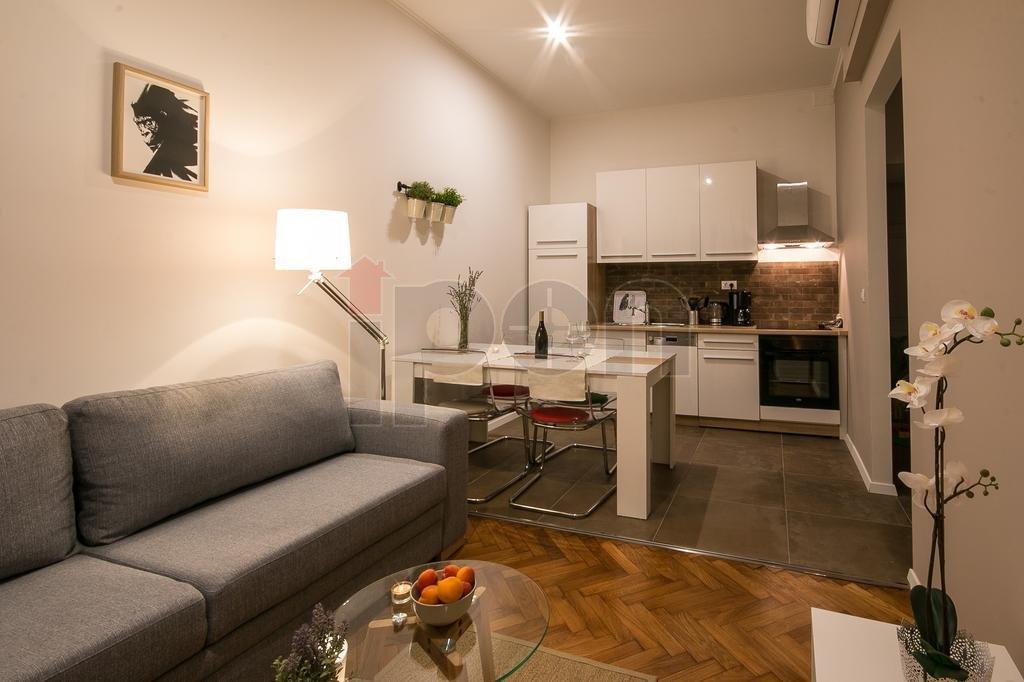 Centar, odličan, moderno namješten stan, kompletno opremljen