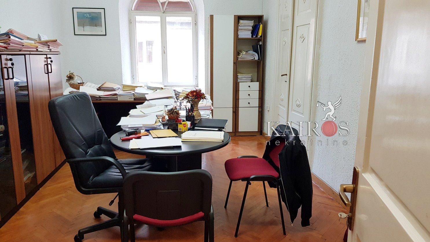 CENTAR, posl. prostor 82m2, 3S - 700€