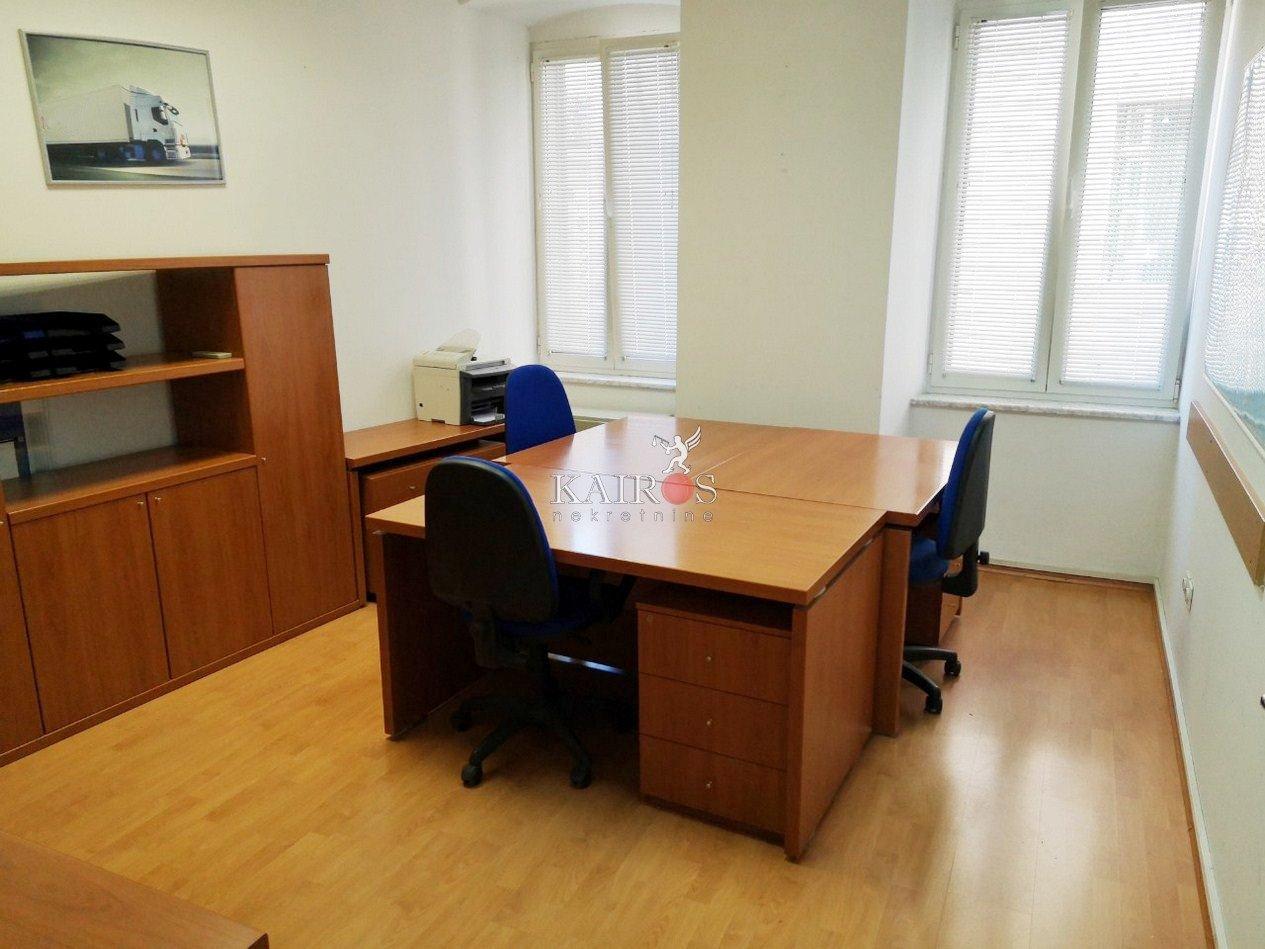 CENTAR, uredski prostor, najam 200€+PDV