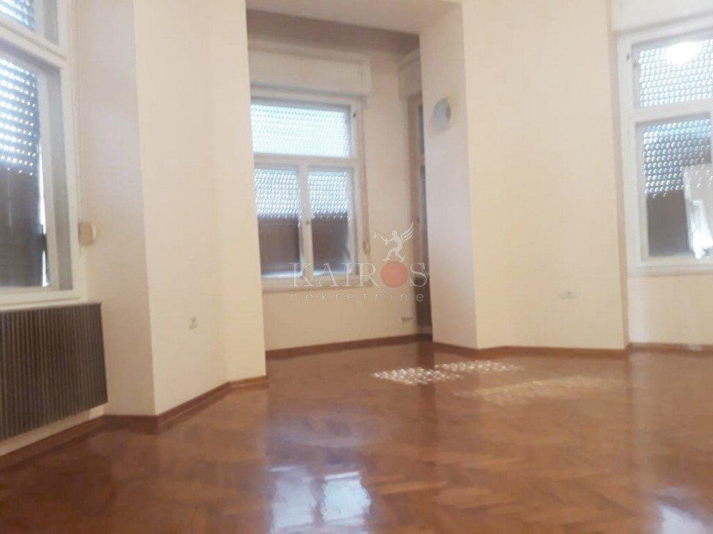 CENTAR, 95.50 m2, 1. kat, 700 €