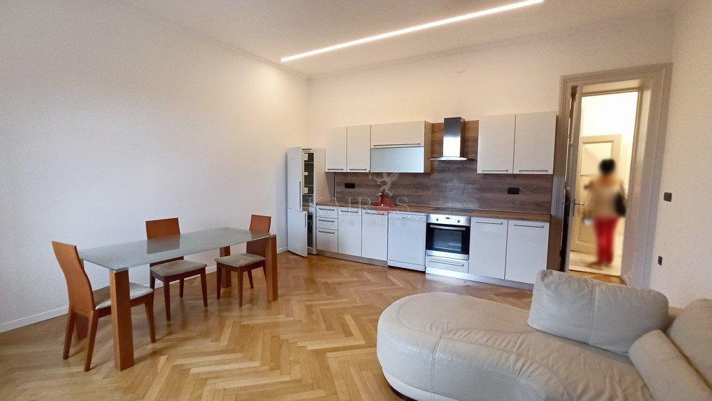 CENTAR, Ul. Pomerio, 3S+DB, 90 m2